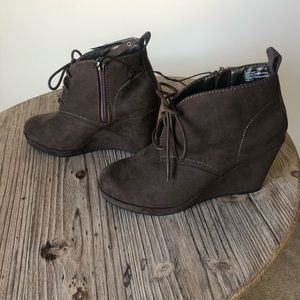DV lace up boots